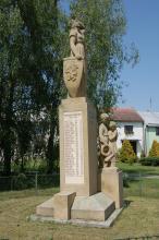 Pomník obětem válek v Loučanech