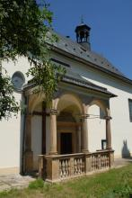 Portál kostela sv. Martina v Měrotíně