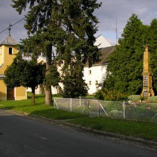 Památník a kaple ve Střeni